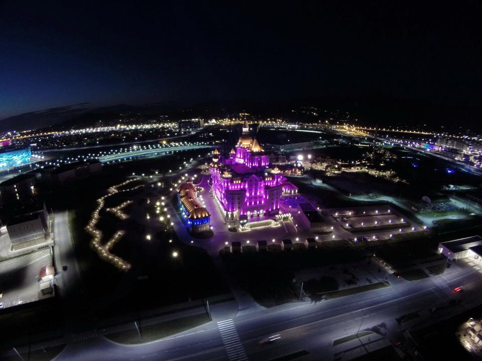 Ночной Олимпийский парк с высоты птичьего полёта