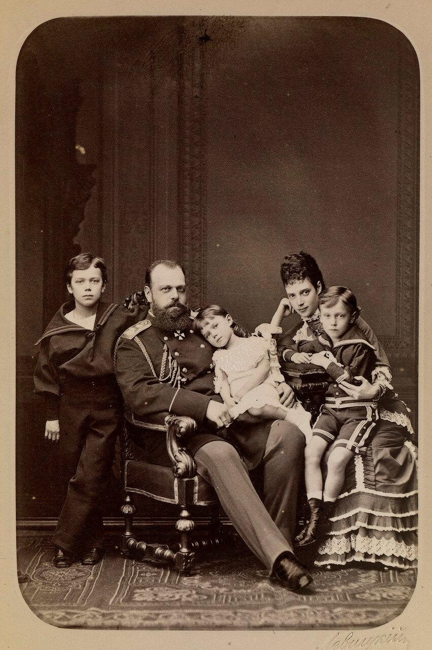 1878. Цесаревич Александр и  цесаревна Мария Федоровна с их тремя старшими детьми