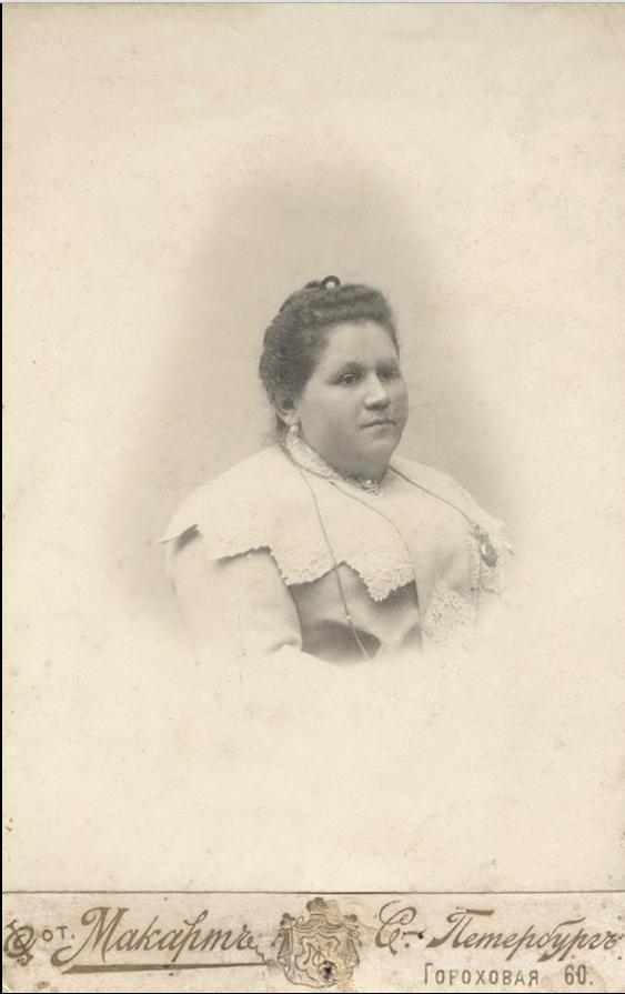 1910. Ольга Алексеевна Семенова, жена купца
