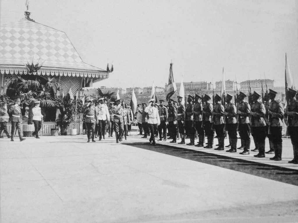 Во время посещения города императорской семьей