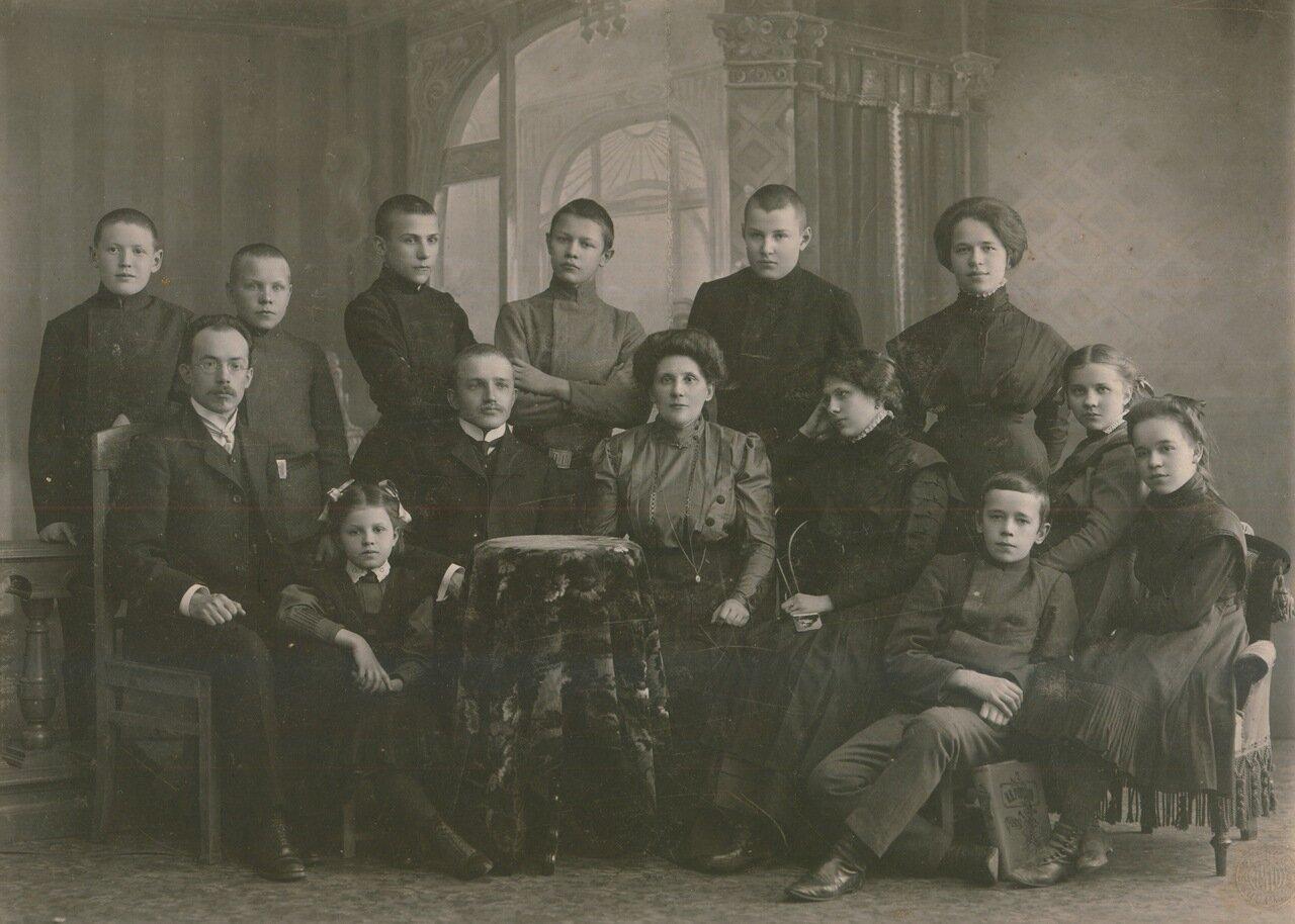 Старый преподаватель и ученица 23 фотография