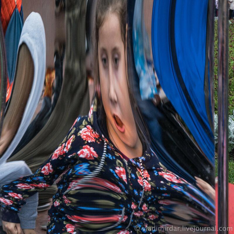 День Города. Москва. 2015. Цветной бульвар. Кривые зеркала.