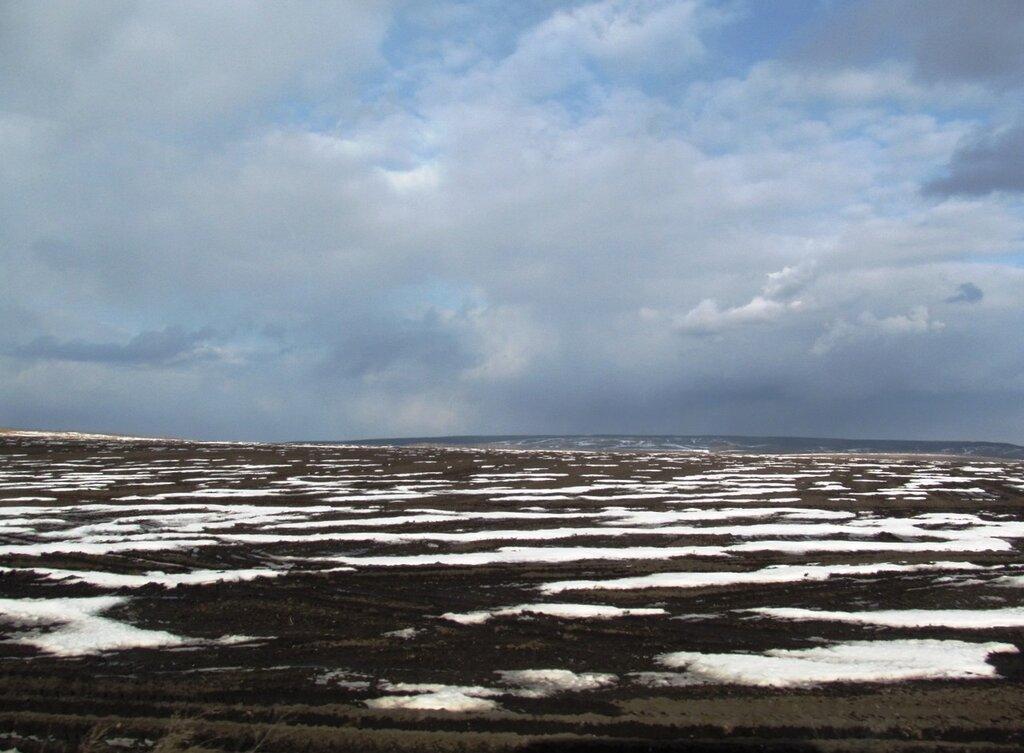 Гуляют тучи золотые Над отдыхающей землей; Поля просторные, немые Блестят, облитые росой... И. Тургенев