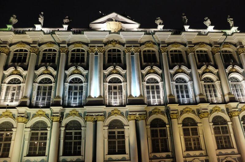 Центр вечернего весеннего Санкт-Петербурга