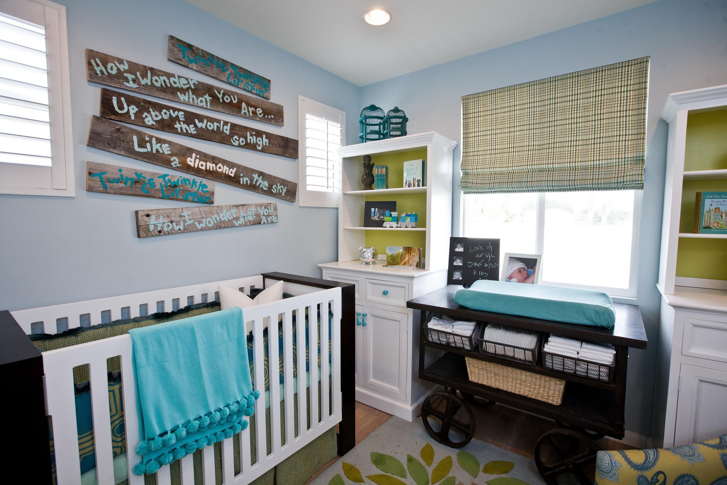 Спальня для грудного ребенка. Интерьер в синих, бирюзовых, белых и зеленых тонах.