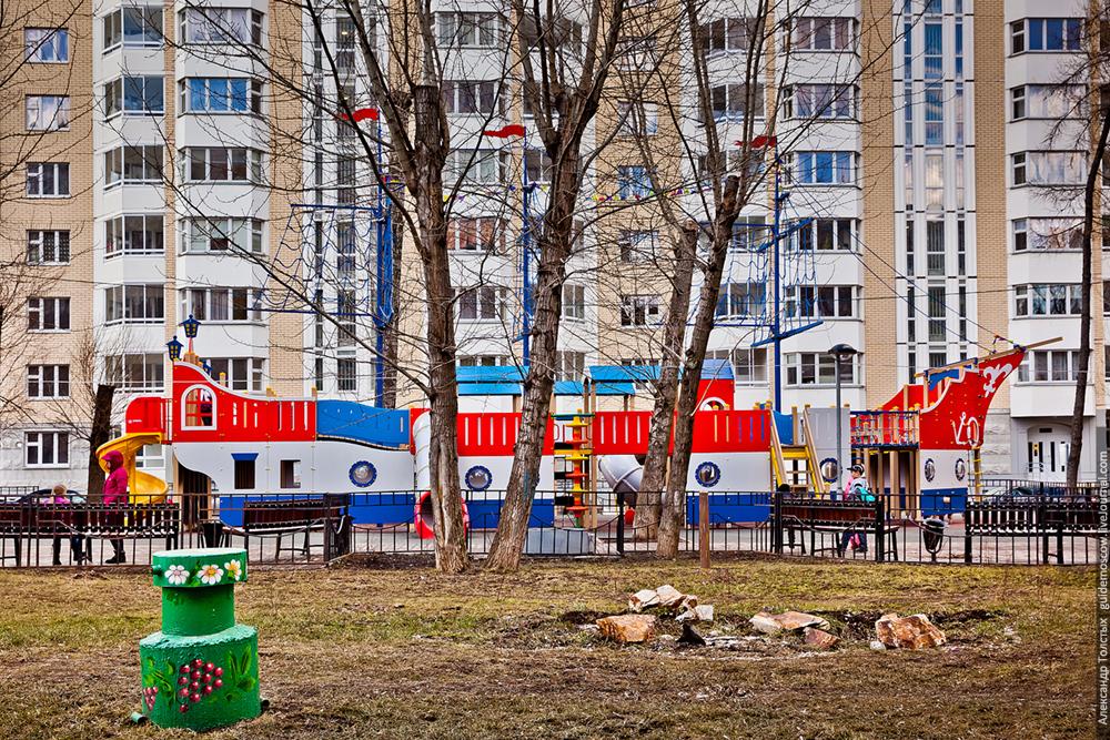 Москва,детская площадка