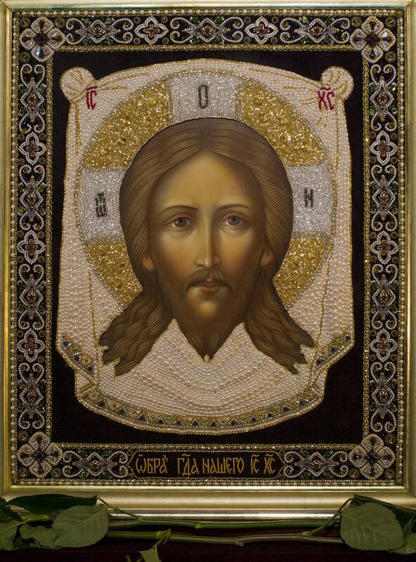 «Путь возрождения». Выставка вышитых икон в Храме Христа Спасителя.