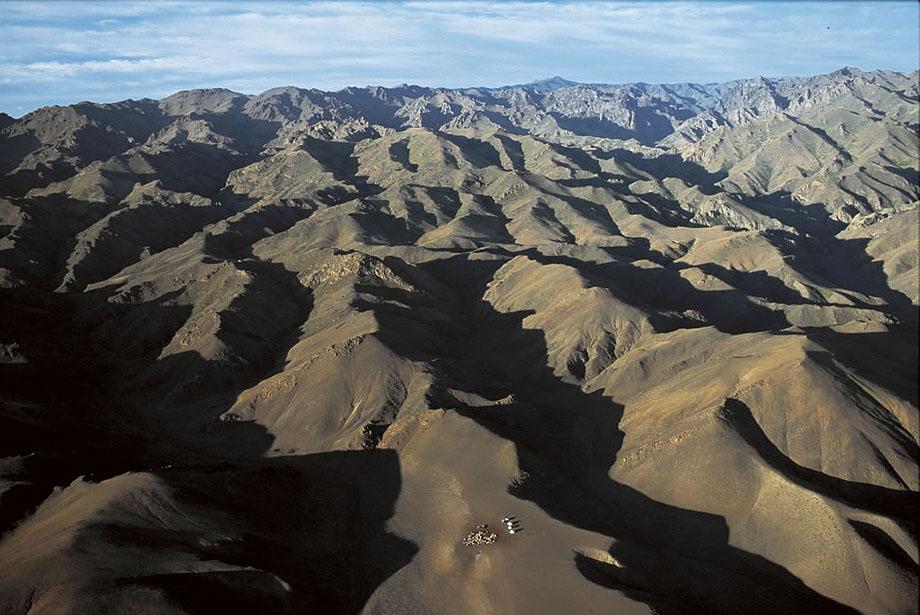 39. Кочевники в горах Монголии.