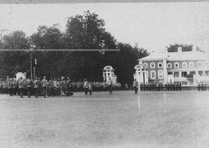 Молебен перед началом парада в полку в присутствии императора Николай II  и цесаревича Алексея.