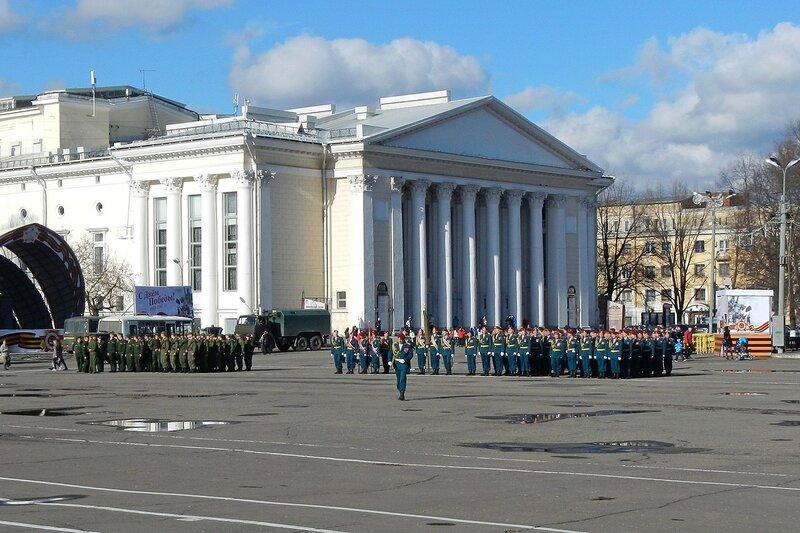 Репетиция парада Победы, Киров, Театральная площадь