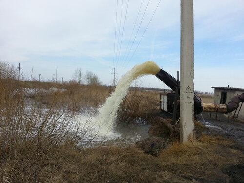 Откачивают воду с улиц,