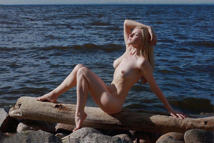 devushki-krim-leto-erotika