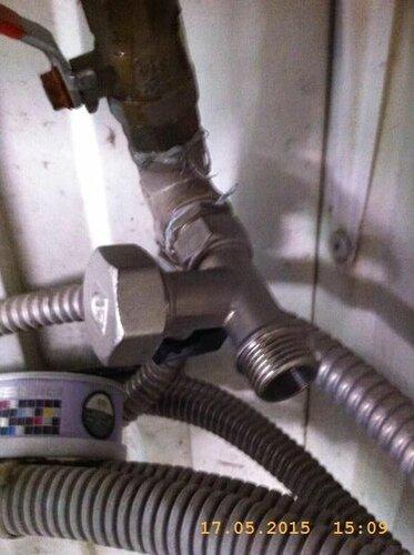 Клапан поставил и закрыл выход пробкой
