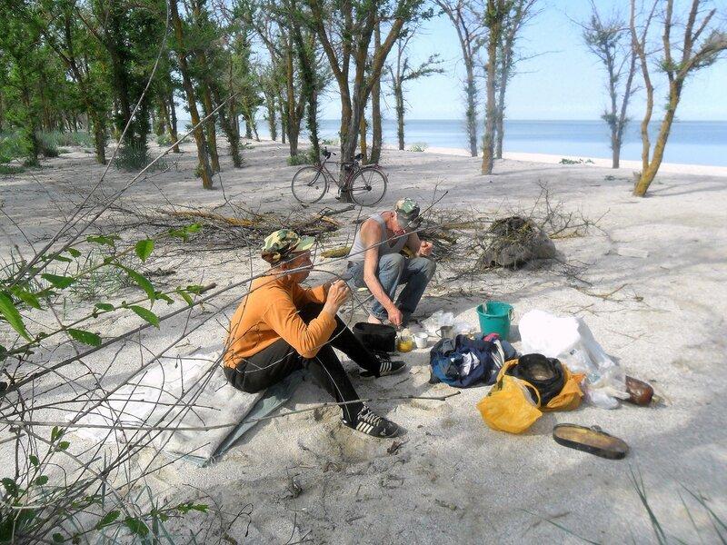 В мае, на песках моря Азовского