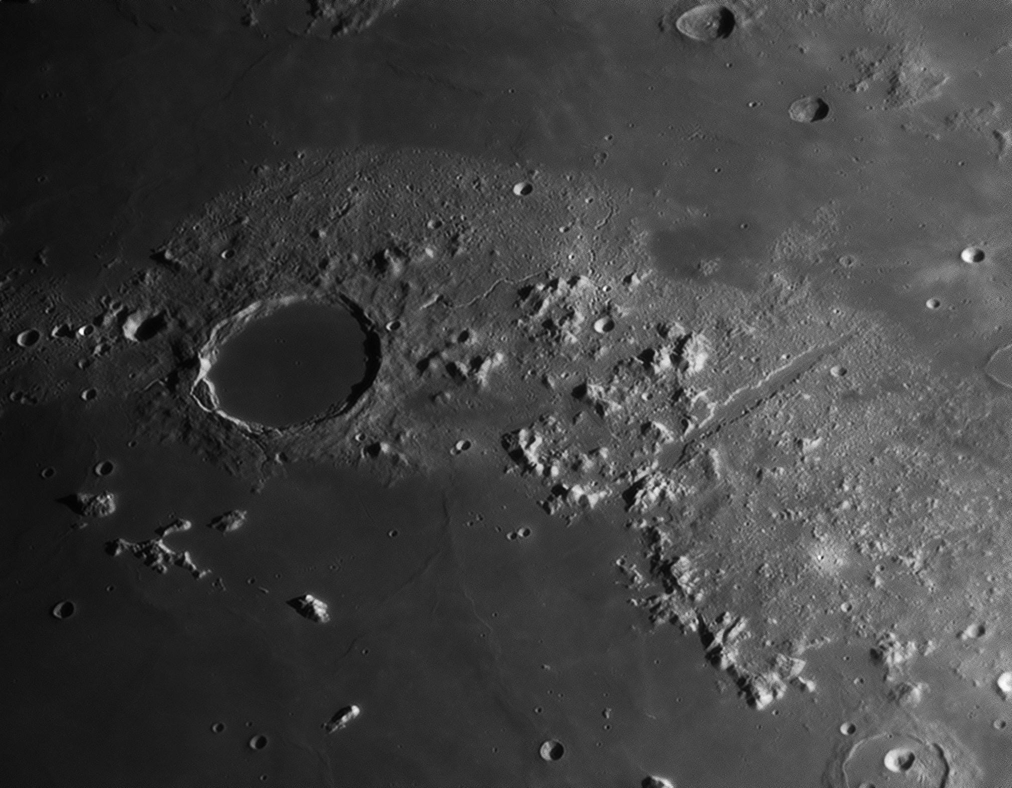 фото луны через телескоп такое