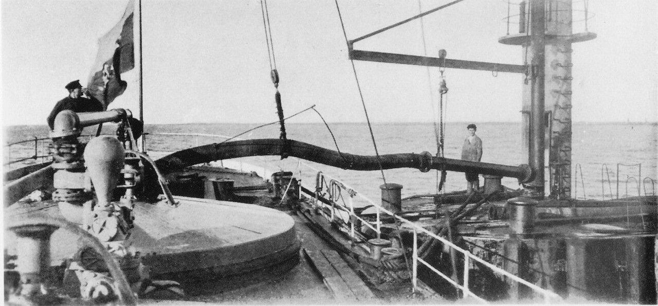 Загрузка нефти по трубопроводу на пароход «Святой»