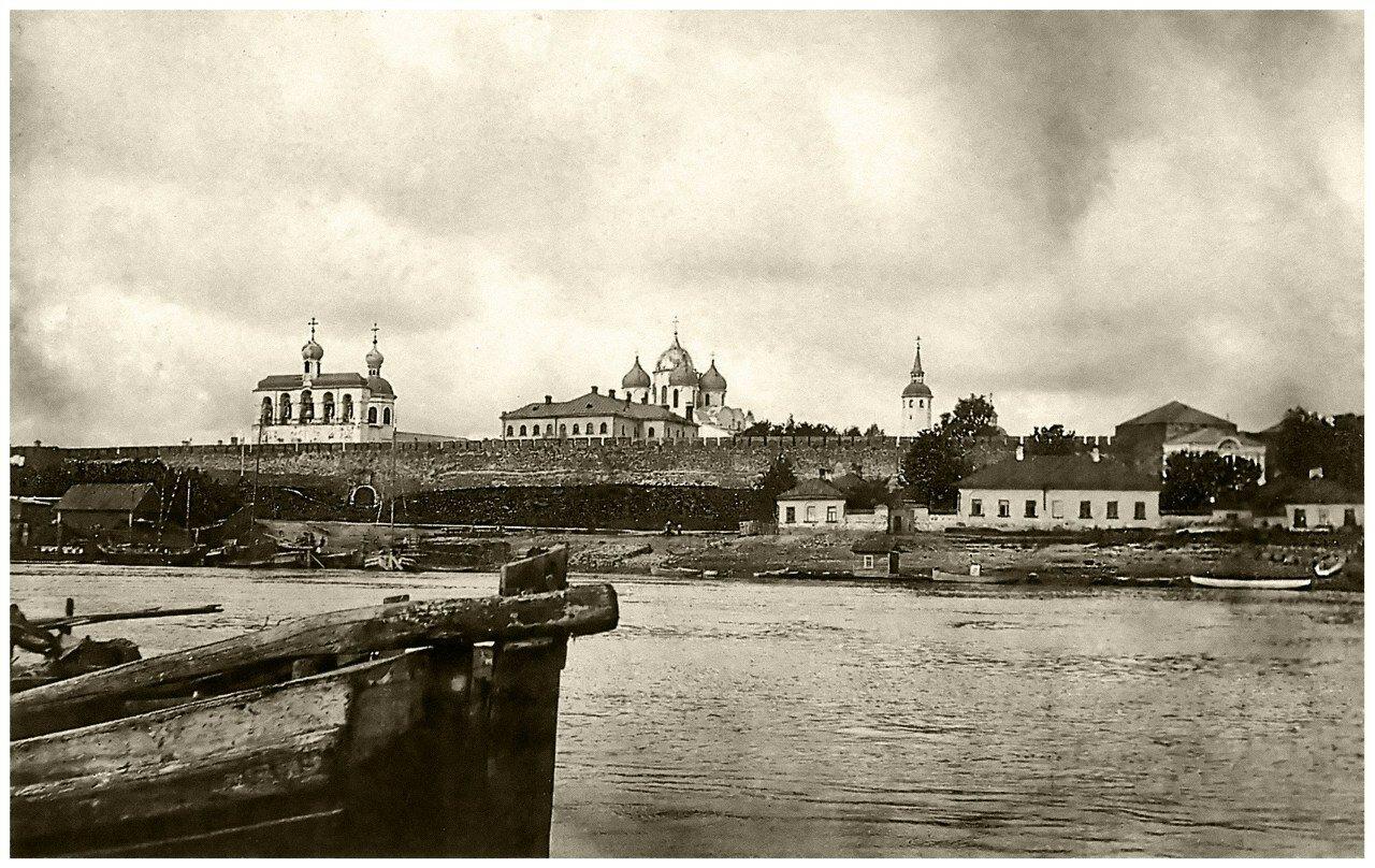 Вид на кремль и Владычный островок с реки. 1911