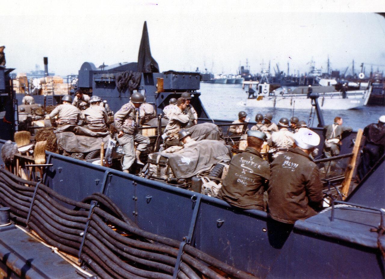 09. Великобритания. Погрузка на корабли в начале июня 1944. Операция Оверлорд