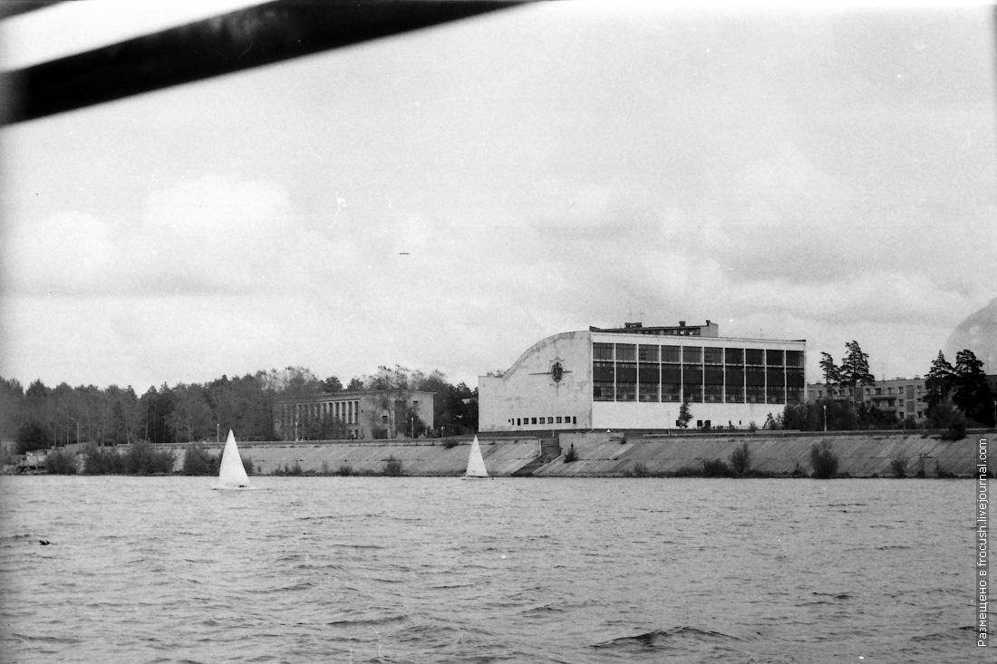 Дубна фото 1985 года Плавательный бассейн «Архимед» слева дом физкультуры ОИЯИ