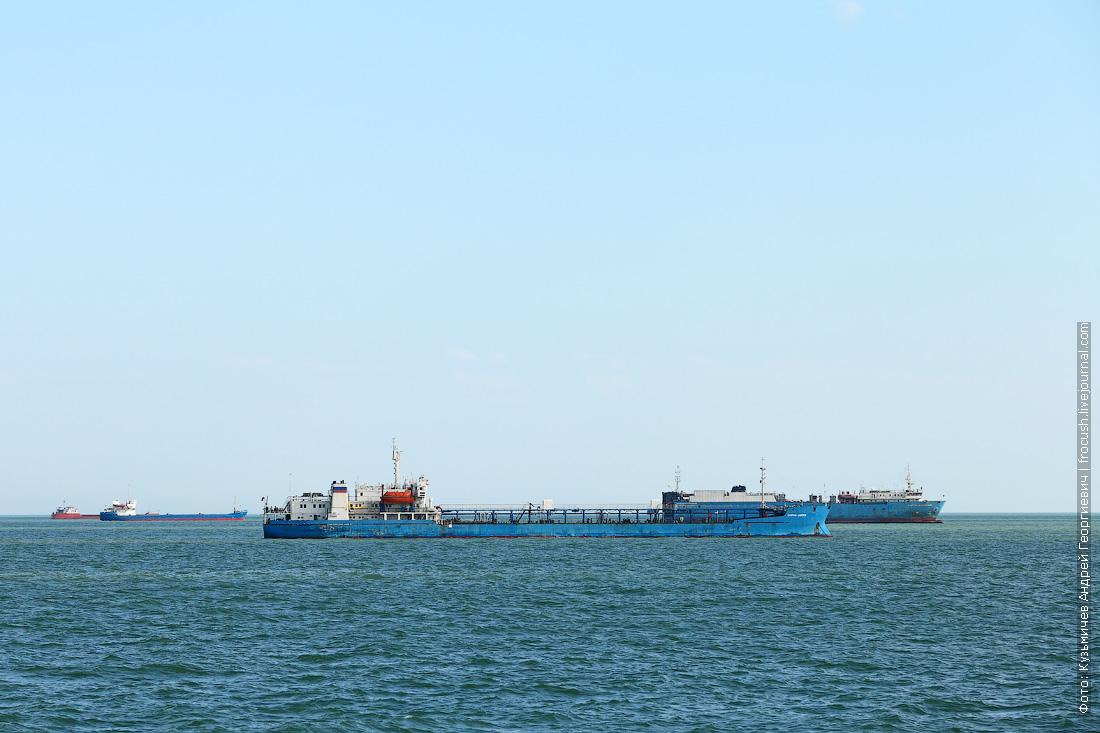 рейд перед входом в Волго-Каспийский судоходный канал Каспийское море