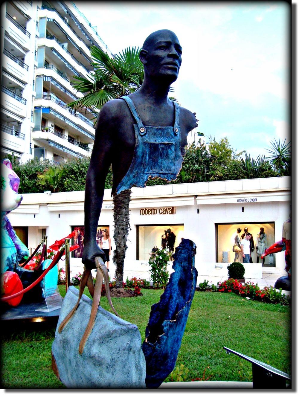 Скульптуры-призраки от Бруно Каталано