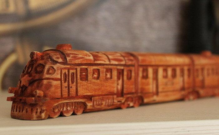 Красный поезд.