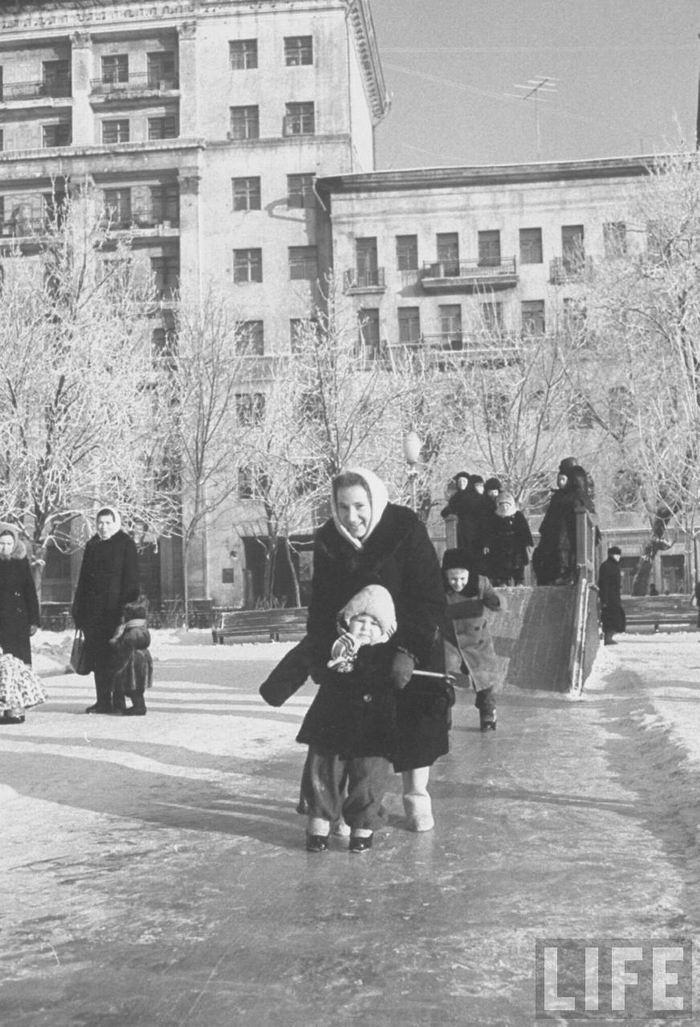 Зимняя Москва глазами американца. Фотограф C5a8arl Mydans. 1959г.