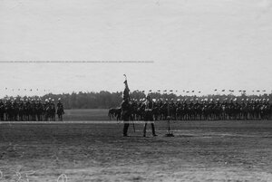 Вынос полкового штандарта на параде Уланского полка.