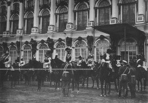Кирасиры в исторических формах полка на параде в день празднования 200-летнего юбилея.