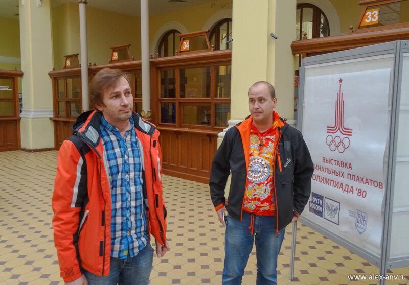 Дмитрий Андреев (он слева) любезно согласился продемонстрировать коллекцию своего отца.