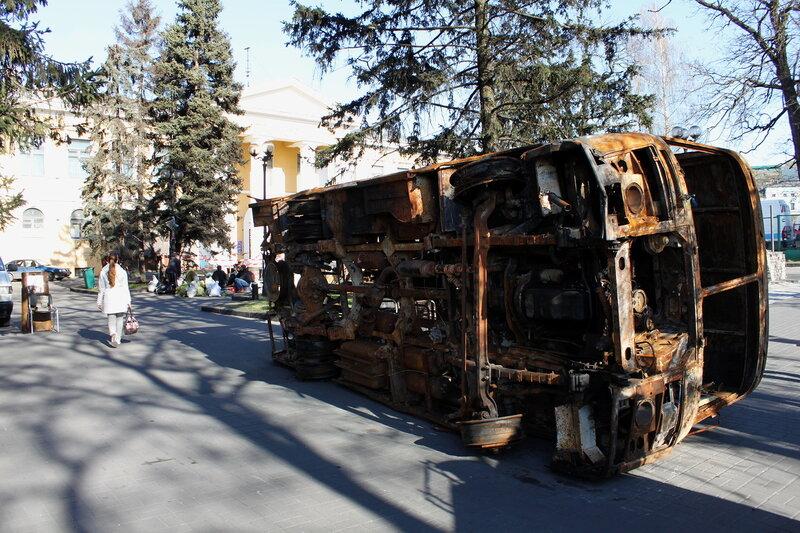 Обгорелый остов автобуса