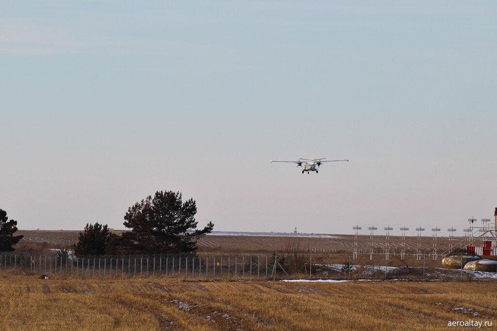 Посадка Л-410 в аэропорту Барнаула