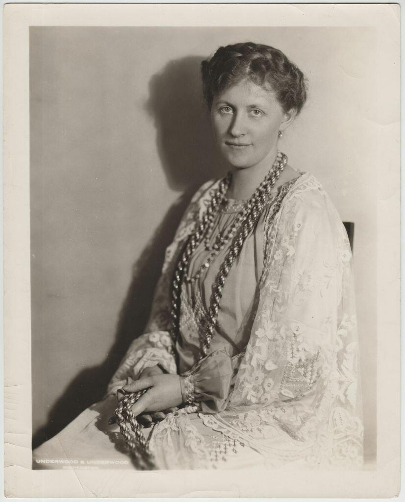 Эвелина Майделл в стилизованной польской национальной одежде
