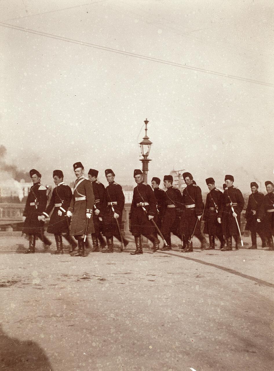 Военные в городе. 1900