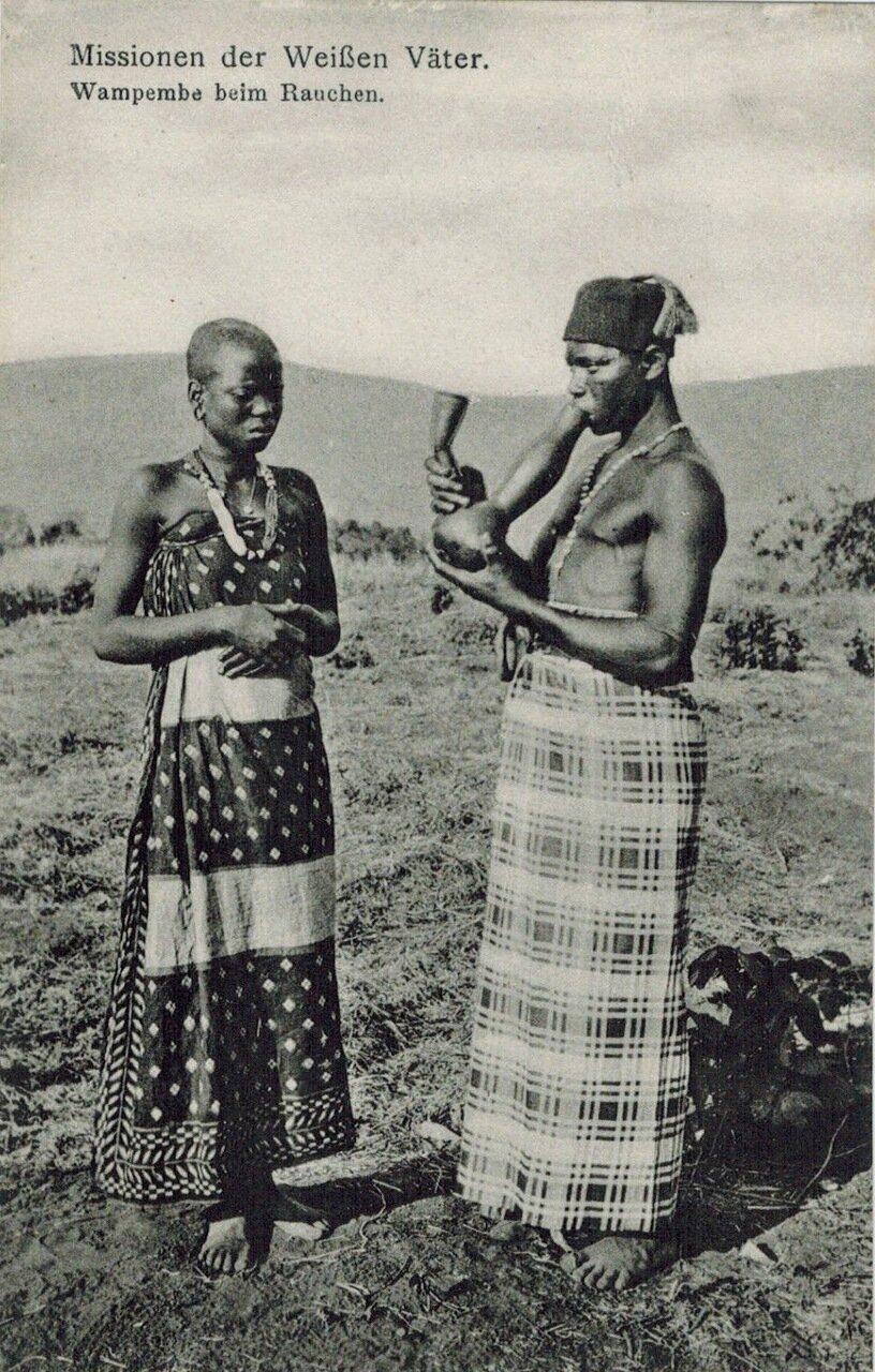 1910. Курильщик.  Вампембе, Танзания, Африка,