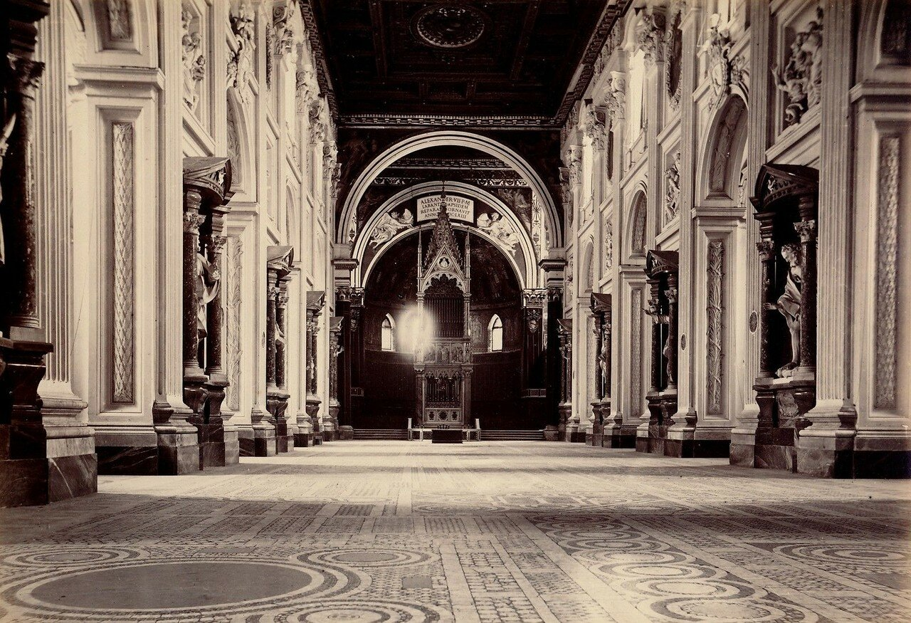 Собор Святого Иоанна Крестителя на Латеранском холме. Интерьер
