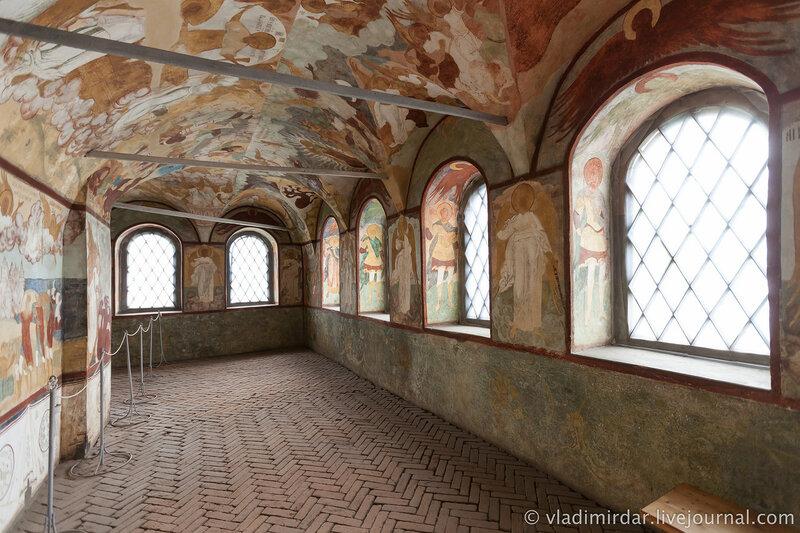 Галерея Успенского собора Ростовский кремль.