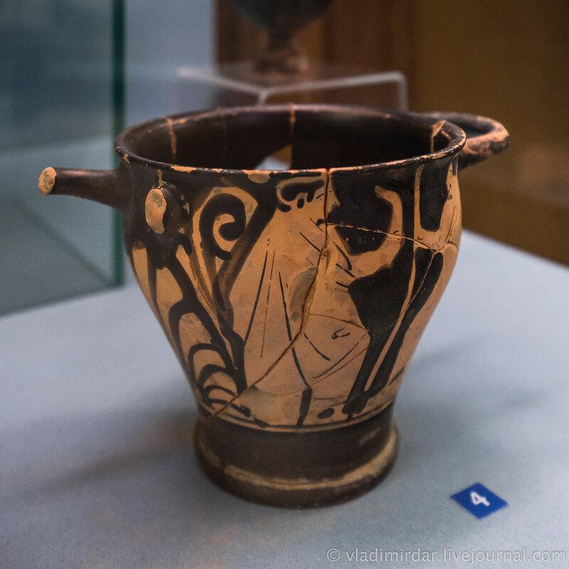 Скифос с изображением мужских фигур. Глина, лак. Вторая четверть IV век до н.э.