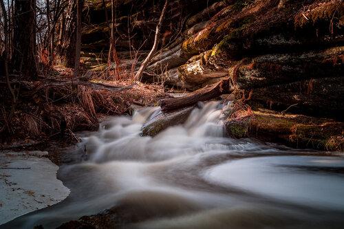 Река Сухокаменка (протекает в национальном парке Таганай по территории Челябинской области и республики Башкортостан). Автор фотографии - Дмитрий Кочергин