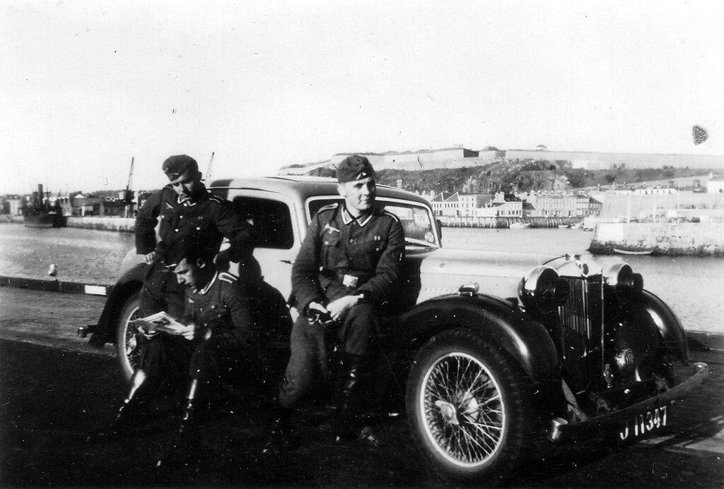 1941-1944 176