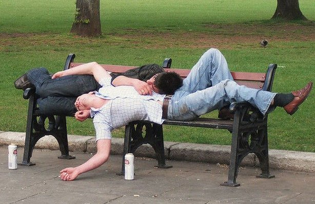 алкаши спят