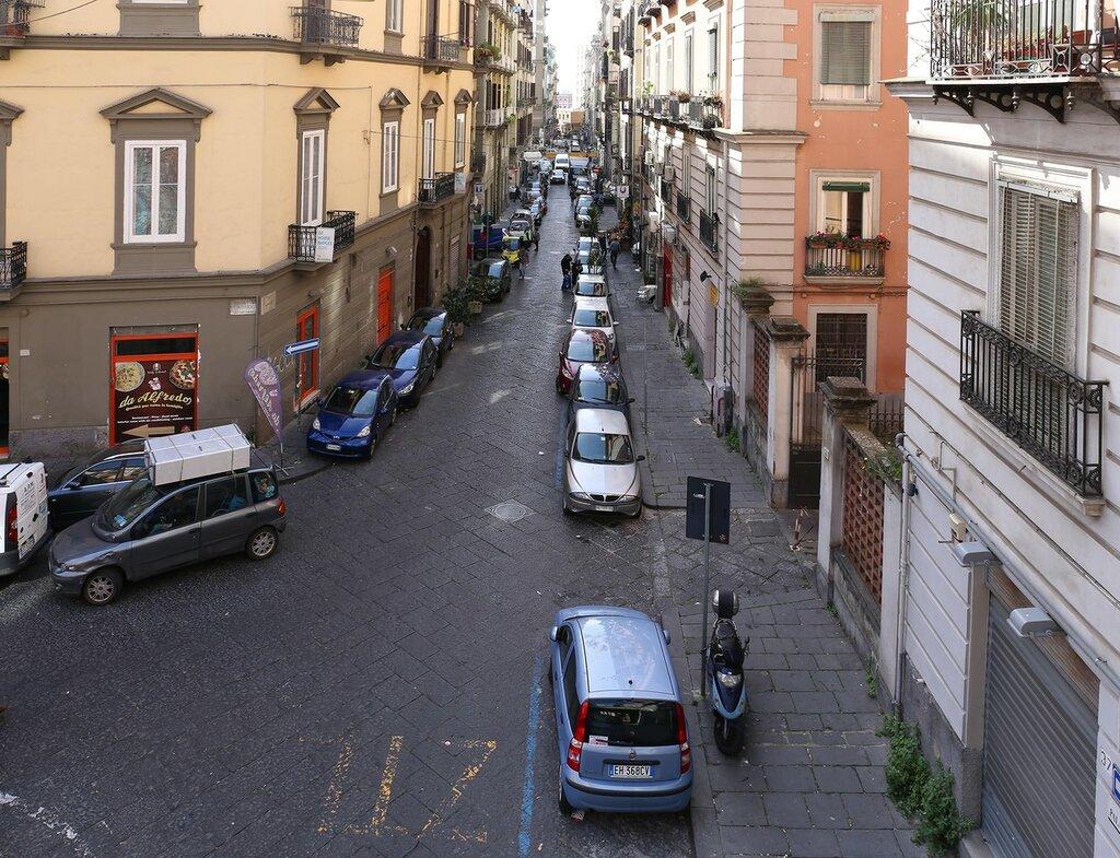 Неаполь. Площадь Аркангело Скакки (Piazzetta Arcangelo Scacchi)