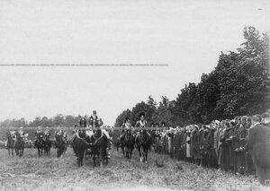 Прибытие императора Николая II  на празднование 250-летнего юбилея Конно-гренадерского полка и отъезд солдат ранее служивших в полку.