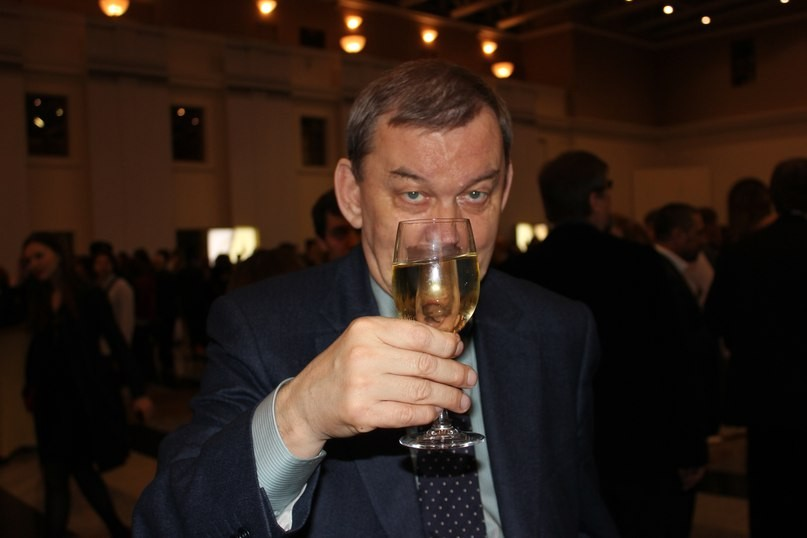Медведев поздравил сюбилеем гендиректора огромного театра Урина