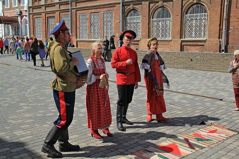 Казаки и народные песни - «Вятский Арбат» в день города-2015 на пешеходной улице Спасской