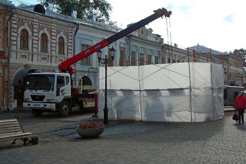 установка скульптуры «Место встречи» (Дымковские кавалер, барышня и часы) на ул. Спасской в г. Кирове