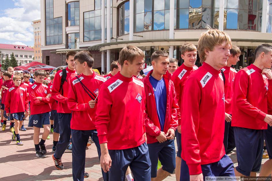 Российская колонна на фестивале болельщиков в Саранске