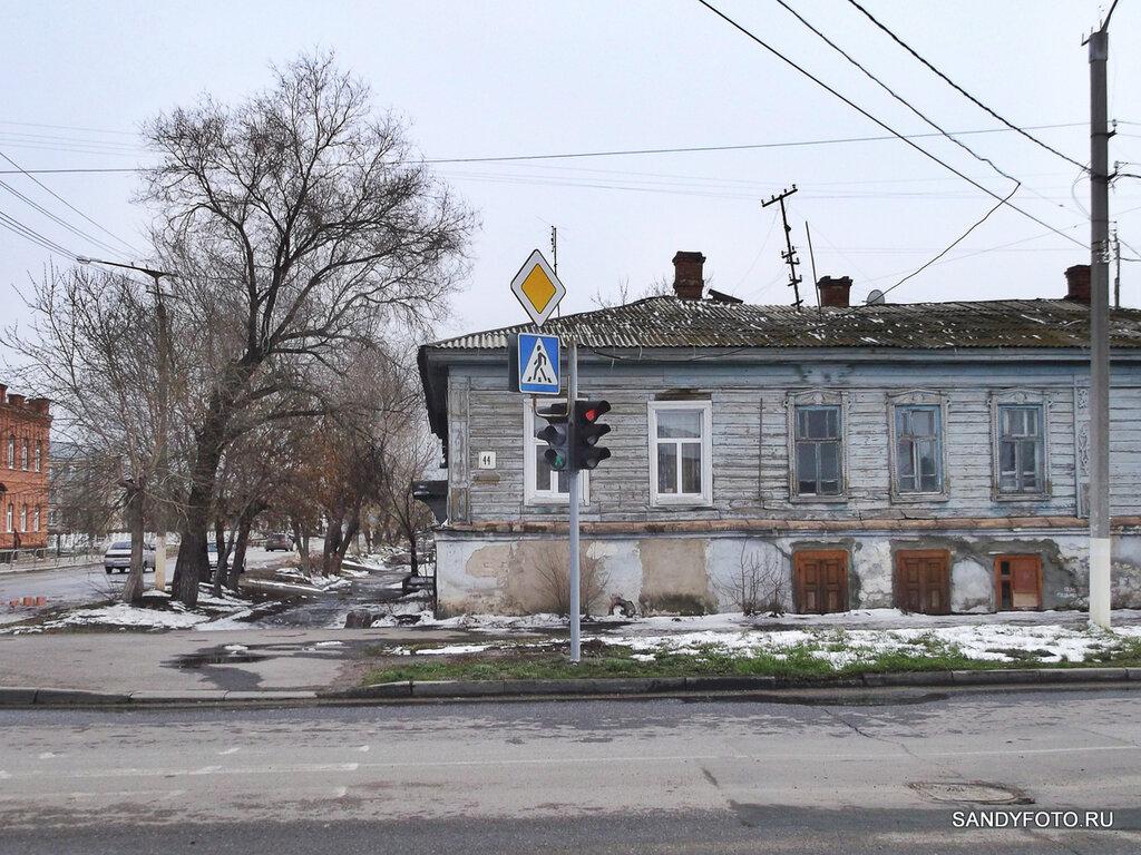 Развёрнутый светофор на перекрёстке Советская/Красноармейская в Троицке