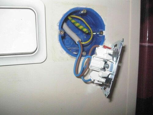 Фото 22. Укладка проводов в установочную коробку.