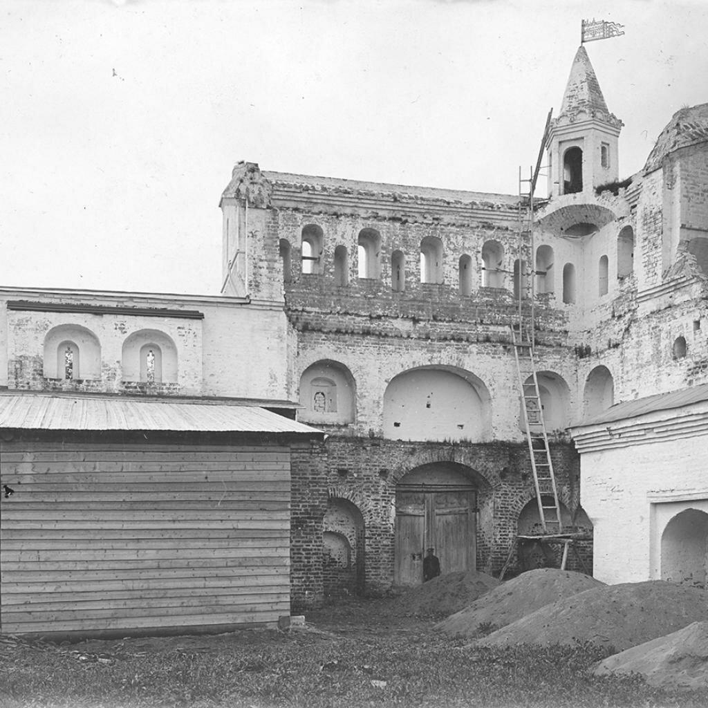 Северо-западная часть ограды Архиерейского дома